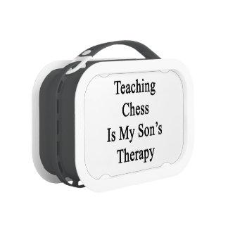 El ajedrez de enseñanza es la terapia de mi hijo