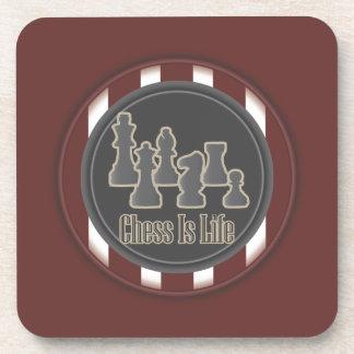 El ajedrez es rojo de la vida posavasos de bebidas