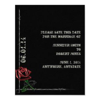 """El alambre de púas y el rosa góticos ahorran la invitación 4.25"""" x 5.5"""""""
