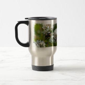 El alcanzar para el polen; Ningún texto Taza De Café