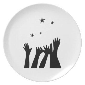 El alcanzar para las estrellas plato para fiesta