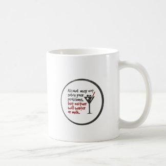 El alcohol puede no solucionar sus problemas, pero taza