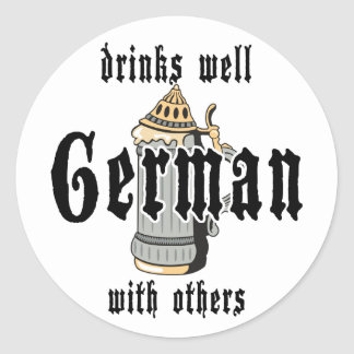 El alemán bebe bien con otros Oktoberfest Pegatina Redonda