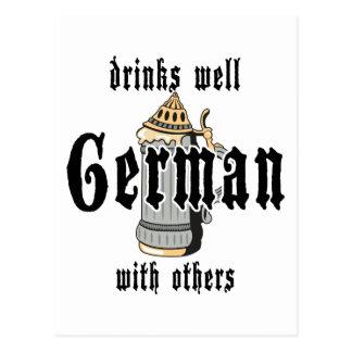 El alemán bebe bien con otros Oktoberfest Postales