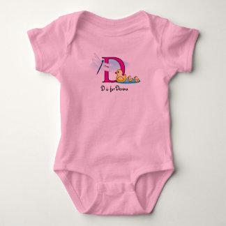 El alfabeto D para la camiseta de los chicas -