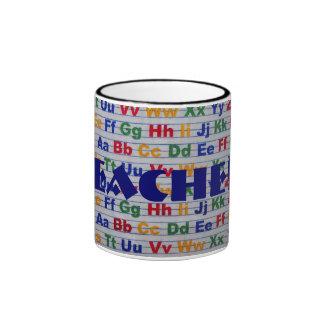 El alfabeto del profesor de nuevo a la taza de la