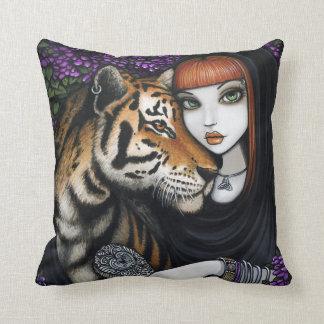 El alma de Fae del tigre acopla la almohada de Sam
