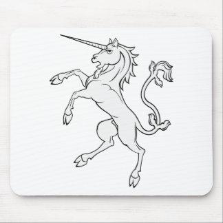 El alzarse blanco/que se coloca del unicornio alfombrillas de ratones