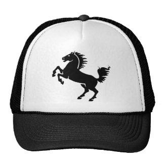 El alzarse negro del caballo gorras