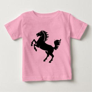 El alzarse negro del caballo t-shirt