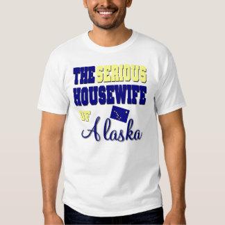 El ama de casa seria de Alaska Remeras