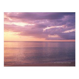 El amanecer resuelve la playa postales