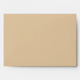 El amarillo del otoño deja el sobre de la tarjeta