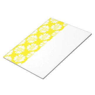 El amarillo florece la libreta bloc de notas
