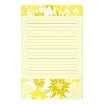 El amarillo florece los efectos de escritorio papelería