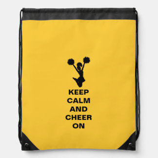 El amarillo guarda la mochila tranquila del lazo d