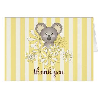 El amarillo lindo de la koala del bebé rayado le tarjeta pequeña