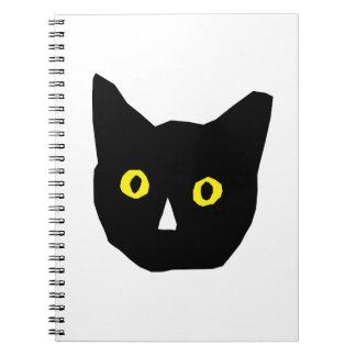 el amarillo negro principal del gato observa el di libretas espirales