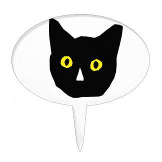 el amarillo negro principal del gato observa el di decoración de tarta