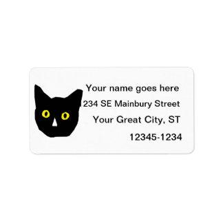el amarillo negro principal del gato observa el di etiquetas de dirección