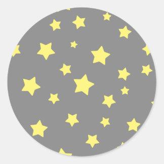 El amarillo protagoniza el modelo gris pegatina redonda