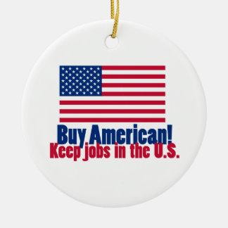 El americano de la compra mantiene trabajos los adorno navideño redondo de cerámica