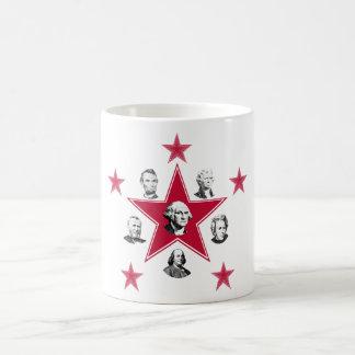 """El americano """"protagoniza"""" de historia con las est tazas de café"""