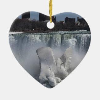 El americano se cae en Niagara Falls Adorno Navideño De Cerámica En Forma De Corazón