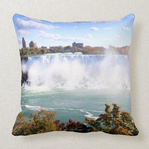 El americano se cae en Niagara Falls Almohada