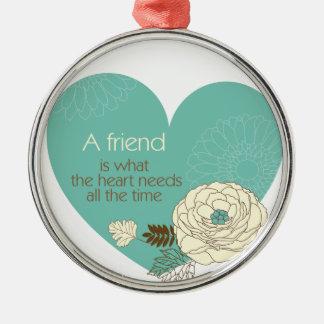el amigo es lo que el ornamento de la necesidad adorno redondo plateado