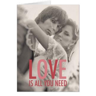El amor 311 es todo lo que usted necesita rosa roj felicitacion