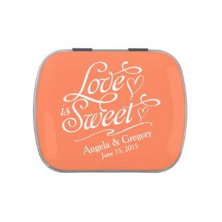 El amor anaranjado coralino es lata dulce del jarrones de caramelos