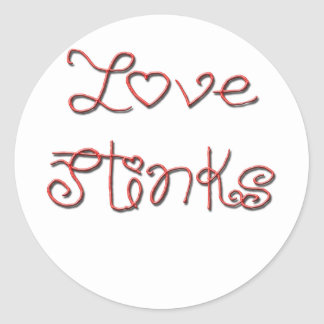 El amor apesta el texto rojo lindo pegatina redonda