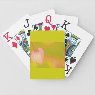 el amor arquea hacia fuera barajas de cartas