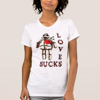 El amor chupa la muñeca del vudú camiseta
