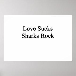 El amor chupa la roca de los tiburones póster