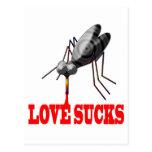El amor chupa las camisetas y los regalos postal