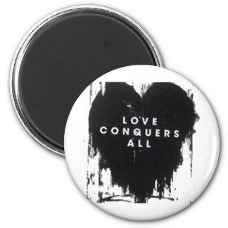 El amor conquista todos imán redondo 5 cm