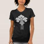 El amor conquista todos (negro-blanco) camisetas