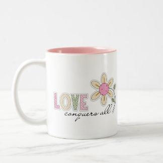 El amor conquista todos taza de dos tonos