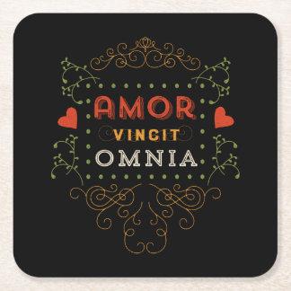 El amor conquista todos - tipografía del latín del posavasos personalizable cuadrado