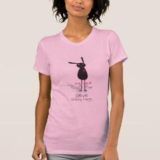 el amor crece aquí camiseta