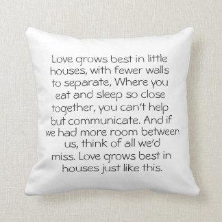 El amor crece el mejor de pequeñas casas cojín