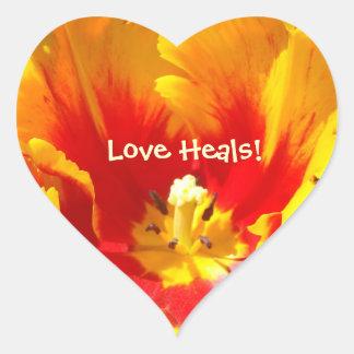 ¡El amor cura! flor en forma de corazón del Pegatina En Forma De Corazón
