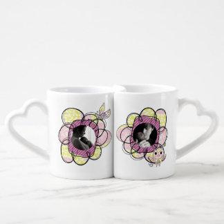 El amor de encargo de la foto florece las tazas de tazas amorosas