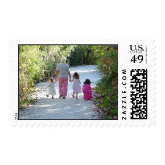 El amor de la abuela sello postal