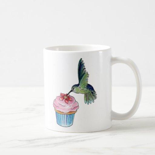 El amor de la magdalena del colibrí está en el air taza de café