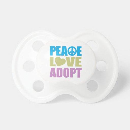 El amor de la paz adopta chupete