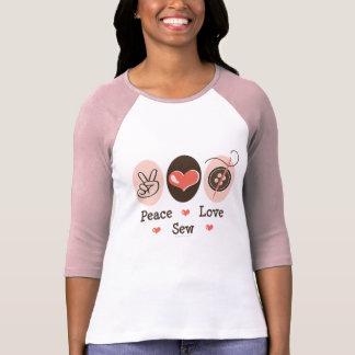 El amor de la paz cose la camiseta de costura del