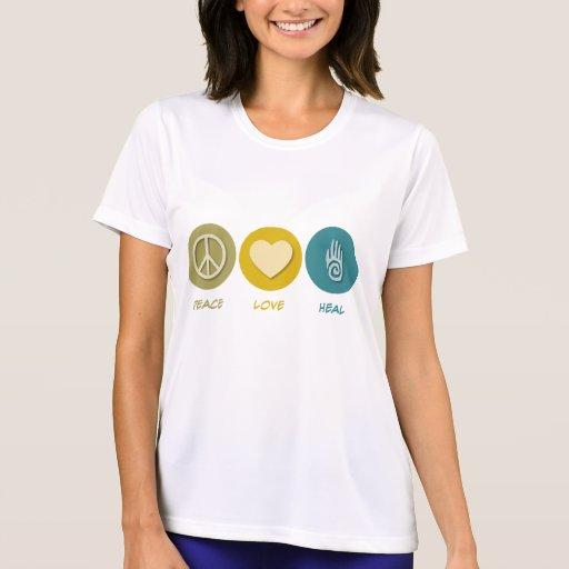 El amor de la paz cura camisetas
